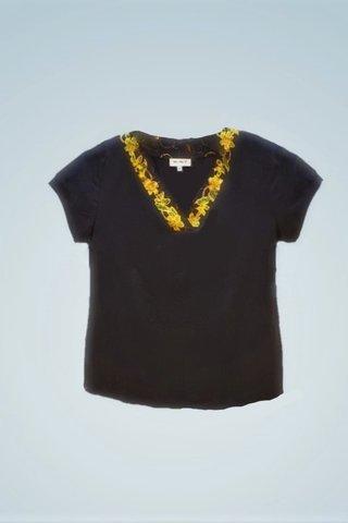 """0064 Blouse, Knit """"V"""" neckline SKU: K5000018  Size : XXL"""