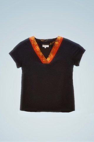 """0064 Blouse, Knit """"V"""" neckline SKU: K5000020  Size : XXL"""